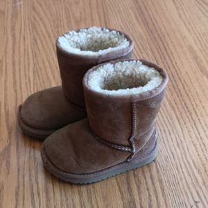 UGG Toddler Boots Size 7